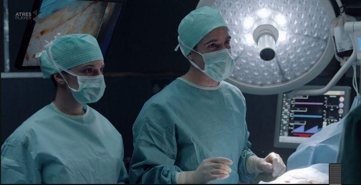 Bajo Sospecha (2nd season)-episode 8-HERSILL Genesis anaesthesia machine.