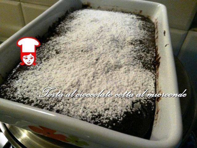 Una torta velocissima da preparare e cotta in soli tre minuti. Non credi sia possibile? Vieni nella mia cucina
