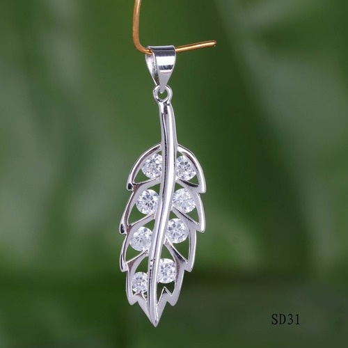 '(N) Elegant Sterling Silver and Crystal Leaf Necklace' is going up for auction at 11am Thu, Nov 29 with a starting bid of $12.