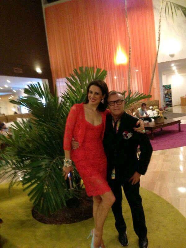 Silvia Jato espectacular con un total look Charo Ruiz Ibiza en rojo con el vestido Ref. 33603 y la chaqueta a juego Ref. 33302