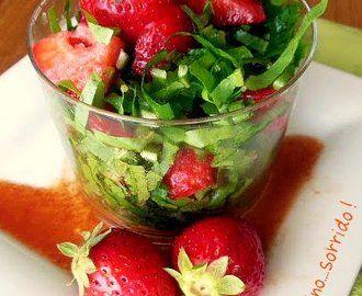 Vinaigrette agli agrumi di M. Roux per l'insalata di radicchio e fragole