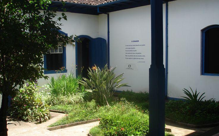 Loucamente apaixonado por uma itabirana, José, irmão de Drummond, fez este jardim em homenagem a seu amor nunca correspondido. Itabira, estado de Minas Gerais, Brasil.  Fotografia: Fábio Calvetti / UOL.