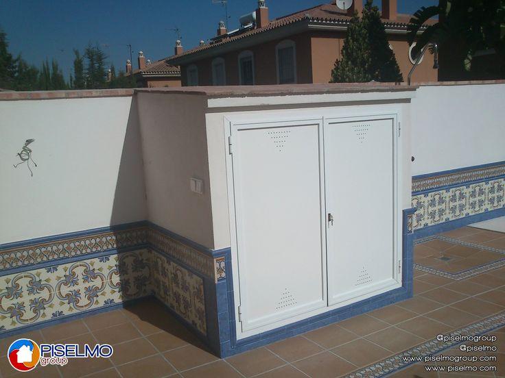 Caseta de ladrillo macizo enfoscada y pintada con puerta - Como hacer una caseta de obra ...