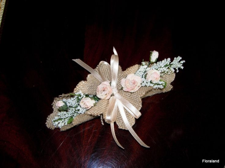 realizzato in un fazzoletto di iuta con fiorellini