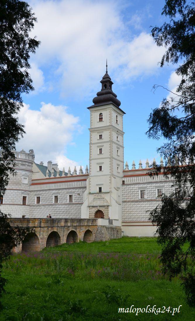 Zamek w Krasiczynie.  http://www.malopolska24.pl/index.php/2014/06/koden-sapiehowie-krasiczyn/