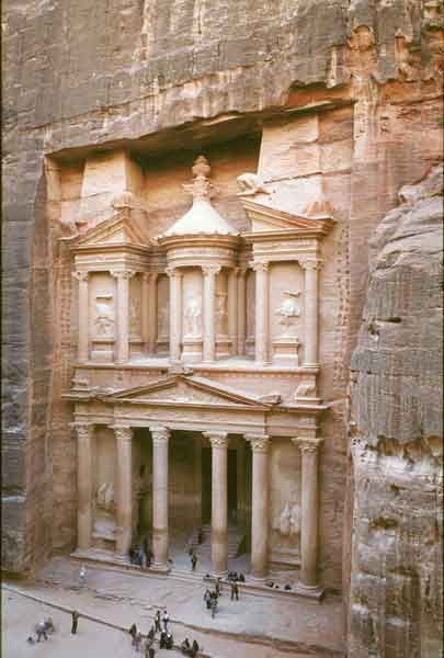 #PetraDayTrip Uncover the hidden treasure of nature with a day trip to Petra as Petra is undoubtedly Jordan's most important fortune and the best vacation destination.
