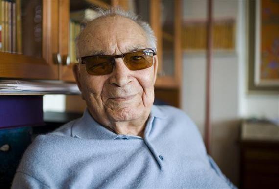 Türk edebiyatının önde gelen yazarlarından Yaşar Kemal'in vefatının bugün 2'inci yıl dönümü. Kemal, 28 Şubat 2015 tarihinde, uzun süredir tedavi gördüğü İstanbul Üniversitesi'nde (İÜ), 92 yaşında yaşamını yitirmişti. Yaşar Kemal, Çukurova'da başlayan yazın hayatına, 26 roman, 11 deneme, 9...  #Ikinci, #Kemal, #Vefatının, #Yaşar, #Yılında https://havari.co/vefatinin-ikinci-yilinda-yasar-kemal/