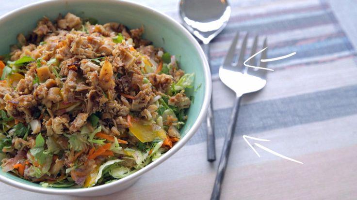 Salade de choux de Bruxelles au poulet croustillant