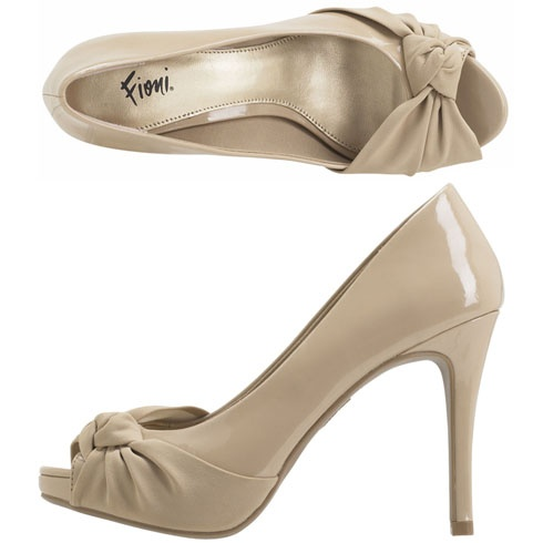 This is a GORGEOUS pair of shoes!  And they're from Payless, so they are not expensive.  <3