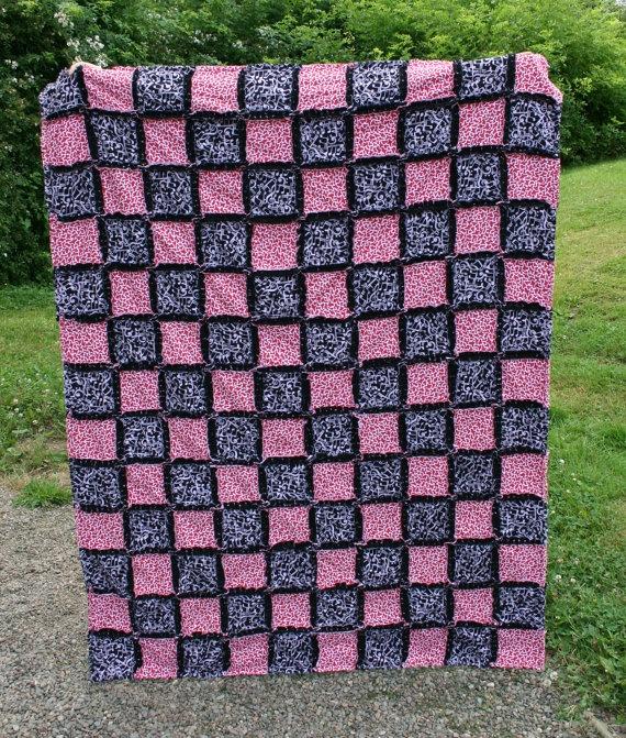Rag Quilt Color Ideas : 62 best images about Rag quilt patterns on Pinterest Baby boy, Burp rags and Elephant applique