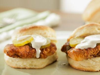 "Hot Chicken Biscuits with Mama's White Gravy (Biscuit Lovin') - Trisha Yearwood, ""Trisha's Southern Kitchen"" on the Food Network."