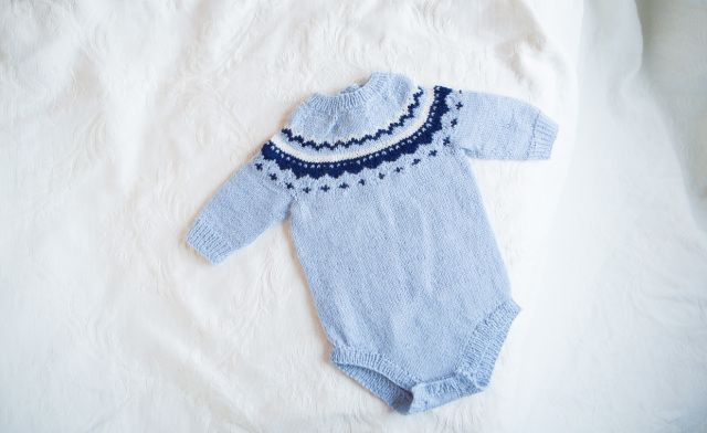 Blue pattern baby body - knitted