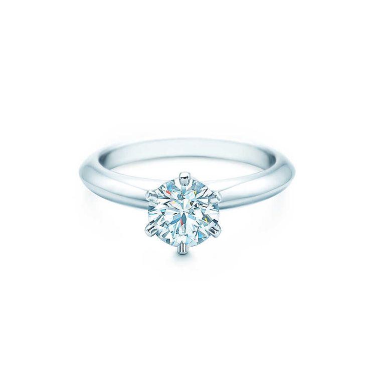 Anel de noivado Tiffany & Co. com diamentes