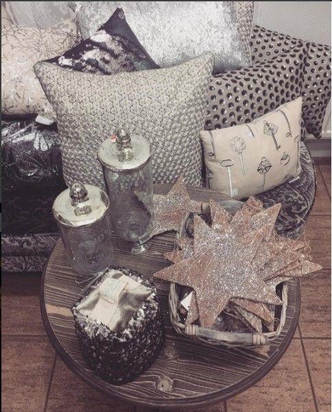 Немного блеска для праздничного настроения не помешает! Ждем вас в #Galleria_Arben #подушки @voyage_deco #pillows #decoration #fabric #блеск