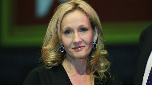 J.K. Rowling heeft uiteindelijk een nieuw boek uitgegeven. 'Fourteenth Century-Seventeenth Century' is haast een geschiedkundig en wetenschappelijk werk dat vertelt over magie bij de Noord-Amerikaanse indianen.
