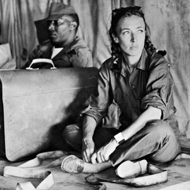 Oriana Fallaci (Florencia, 29 de junio de 1929 – ibídem, 15 de septiembre de 2006) fue una escritora, periodista y activista italiana. Fue la primera mujer de Italia que fue al frente en calidad de enviada especial. Como escritora, con sus doce libros ha vendido veinte millones de copias en todo el mundo; como periodista obtuvo un gran prestigio internacional, en especial gracias a sus entrevistas a personajes famosos.(Wikipedia)