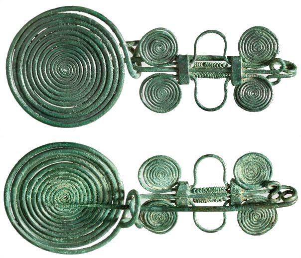 1. kép) Uzsavölgyi típusú paszományos fibula a Hermann Historica aukciósházból