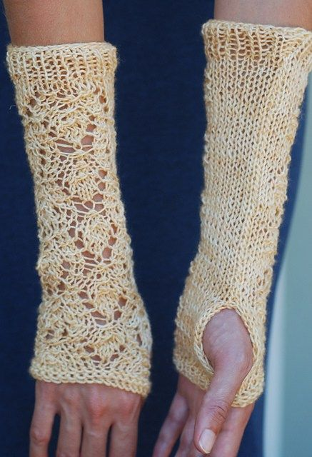 Free pattern for fingerless mitts. Fingering weight yarn.