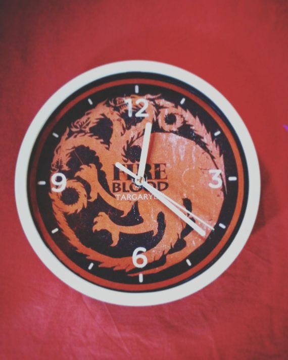 Orologio a muro casata Targaryen Game Of Thrones di ColorWood