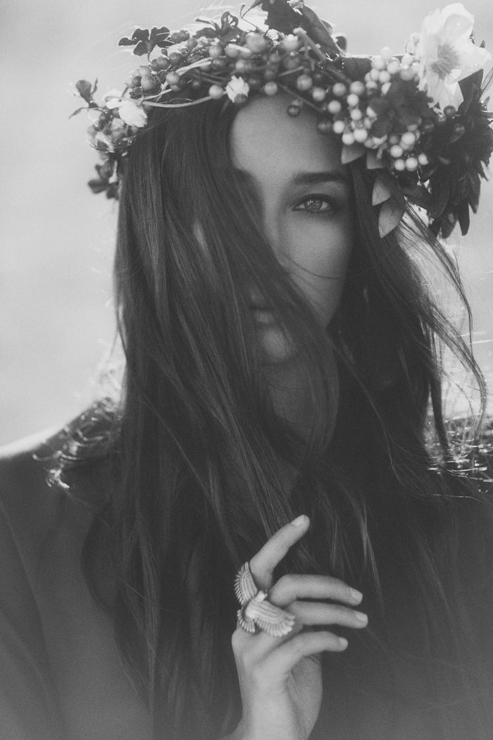 : Hippie, Flowers Children, Black And White, Flowers Crowns, Head Wreaths, Portraits, Hair, Floral Crowns, Eye
