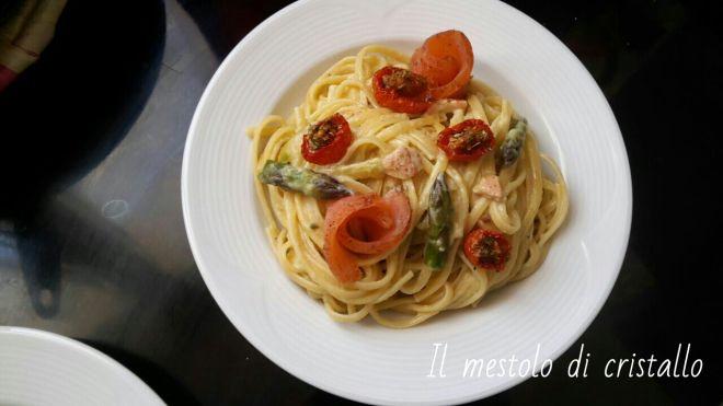 #linguine #crema di asparagi , #pomodorini confit e #salmone speziato