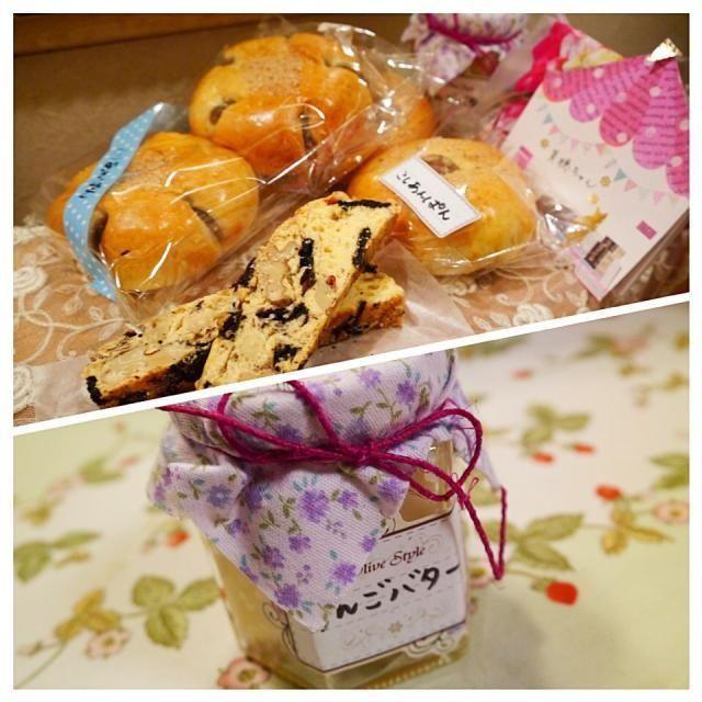 りるのんちゃんから、美味しい贈り物が届きました こしあんパンに栗あんぱん♪ あの! オレオビスコッティ✨✨ 自家製りんごバター どれも嬉しすぎる〜〜  さっそくオレオビスコッティをパクリ✨ うふふふふふふ のんちゃん、ありがとう♪ 大事に大事にいただきますね! - 68件のもぐもぐ - りるのんちゃんからの贈り物✨ by メイスイ