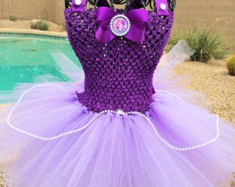 Deze Tinker bell geïnspireerd tutu jurk is perfect voor verjaardagsfeestjes, fotoshoots, Halloween, of gewoon leuk aankleden. Jurk is gemaakt met lagen van zacht lime groene tulle voor een volledige en pluizig gevoel, Gehaakt topje is elastisch voor een comfort gevoel. Vleugels opgenomen...  Deze versie is regelmatige (approx knie lengte)     ** Houd er rekening mee dat sommige van mijn tutus decoratie die bevatten kleine onderdelen (bloemen, pailletten, enz.) die een gevaar voor verstikking…