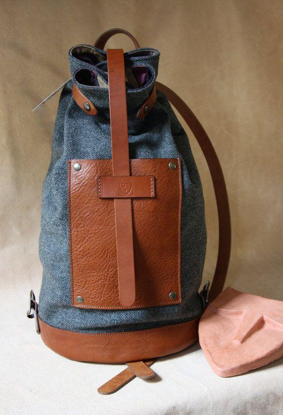 ZAINO Bottiglito zaino di PELLE marrone chiaro con di ElMato#zaino_cuoio_canvas#leather_canvas_backpacks#travel_backpacks#travel_accessories#handmade_leather_backpacks#made_in_Italy#bags_and_purses#original_accessories#original_style#street_style#zaino_da_viaggio#zaino_handmade