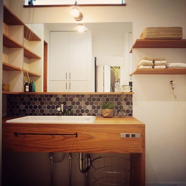 のじょぶの家/じょぶ/おしゃれな家族の空気感/無垢材/ブラケットライト/洗面所…などについてのインテリア実例を紹介。(この写真は 2016-10-08 23:47:10 に共有されました)