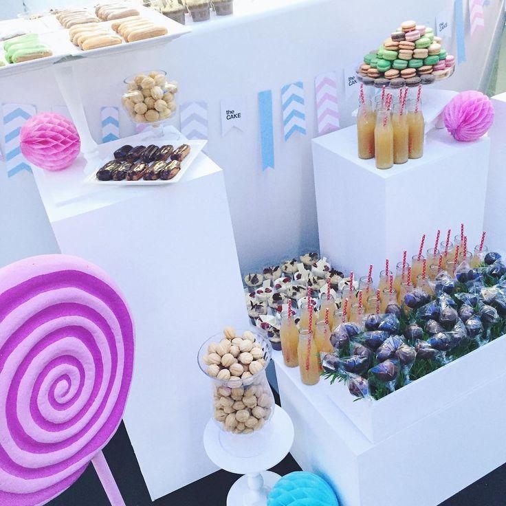 Ну очень сладкое утро у нас, так бы каждый день!😂 в Tsarsky сегодня однозначно будет сложно пройти мимо вкусняшек.. #вкусняшки#сладости#несчитаемкаллории#леденец#оформление#кендибар#декор#постарались#красота#creative_decor#candybar#thecake#decor#candy#sweet