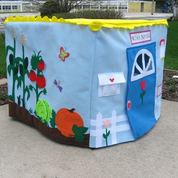 I love these felt play houses out of card tables!! $245 on Etsy...Easy to make though just time consuming!