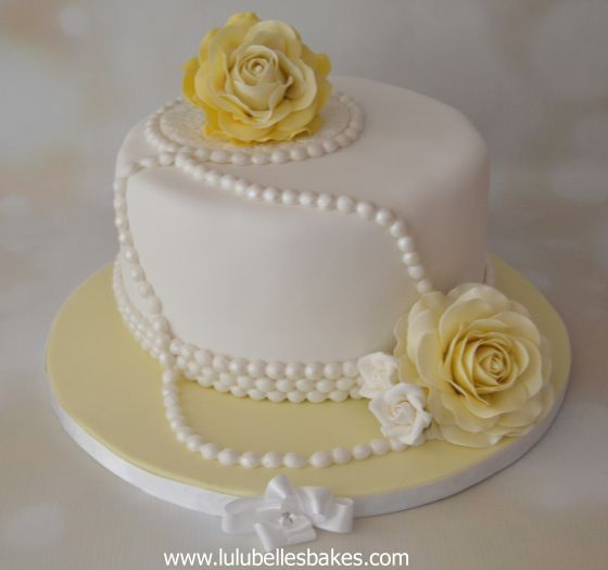Yellow roses and pearls cake