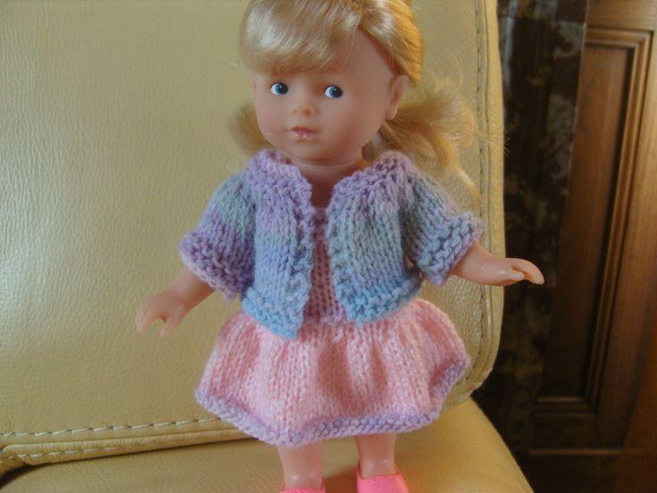 Robe rose et gilet pour poupée mini corolline 20 cm : http://www.alittlemarket.com/jeux-jouets/fr_robe_rose_et_gilet_pour_poupee_mini_corolline_20_cm_-10893411.html