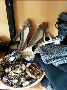 Kendők, cipők, ékszerek