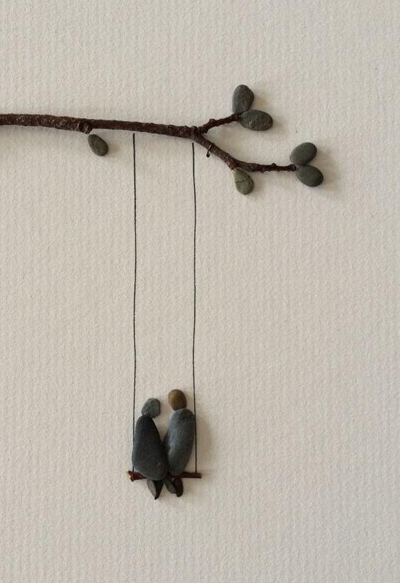 Zwei auf einer Schaukel Kiesel Kunst von Sharon von PebbleArt:
