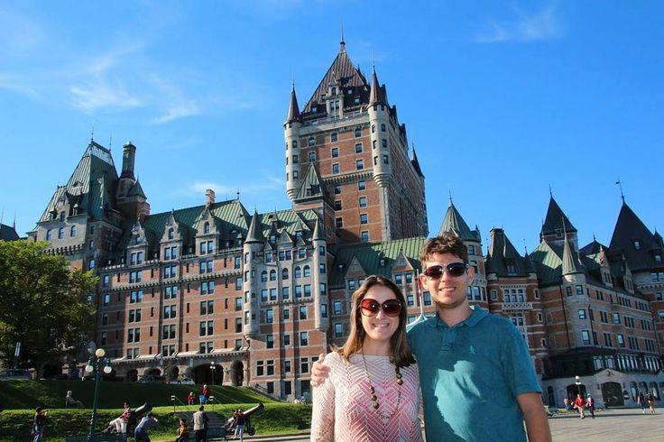 SÉRIE MÊS DOS NAMORADOS!  Além de grandes cidades e belas paisagens o Canadá também é cheio de vilarejos e centros históricos ideais para viagens de casal.  Na região leste do país curtimos bastante a cidade de Québec (foto). Na parte oeste Whistler nos encantou com seu charme.  E você tem alguma dica de destino para curtir a dois? Conte para a gente!  Conheça também outros casais de blogueiros que têm ótimas dicas de viagens românticas:  @comospesnomundo @apaixonadosporviagens @casalmilhas…