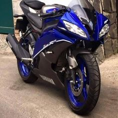 This Yamaha YZF-R15 V2.0 from Vietnam is smartly dressed like a YZF-R6