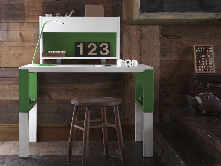 PÅHL bureau met opbouwdeel | #nieuw #IKEA #IKEAnl #inspiratie #kinderkamer #bureau #verstelbaar #meegroeien #werkplek #studeren #school #tekenen #kleuren #groen #spelen