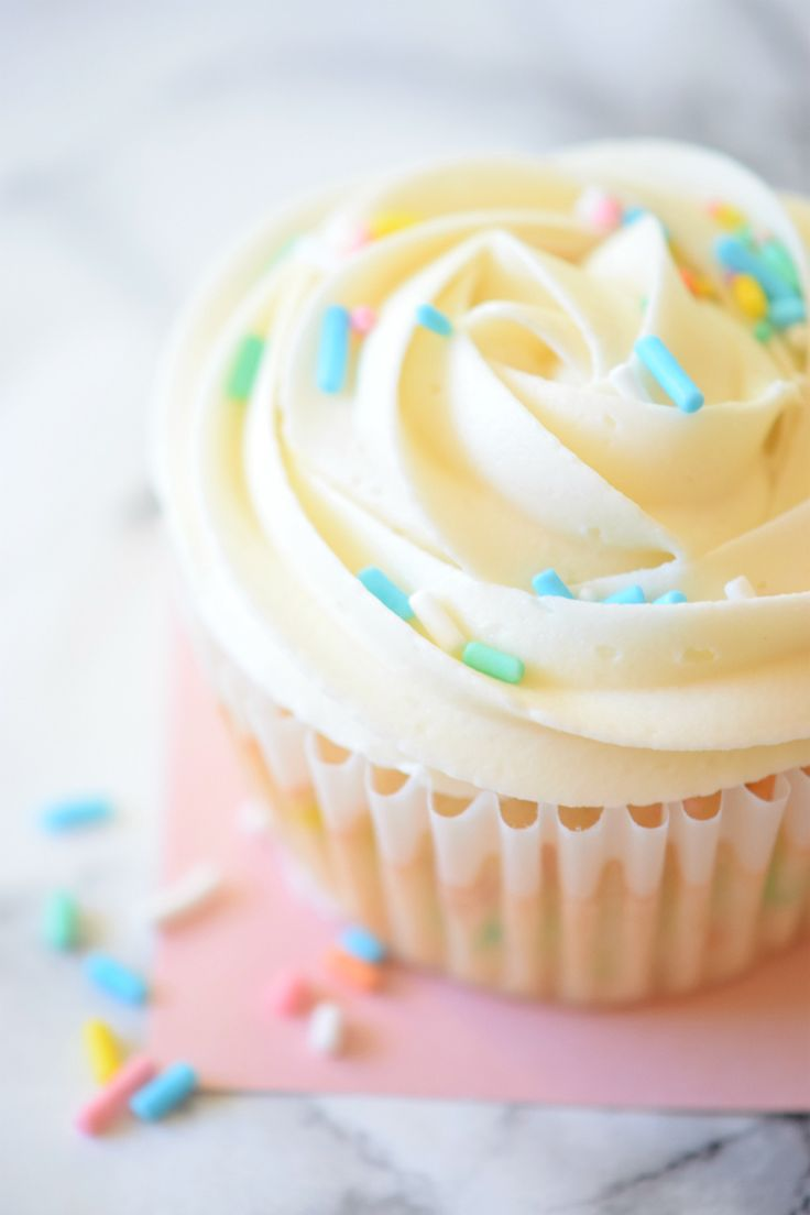 How to make Birthday Cake Cupcakes | I use this recipe all the time and every one raves about it!!! | carmelapop.com