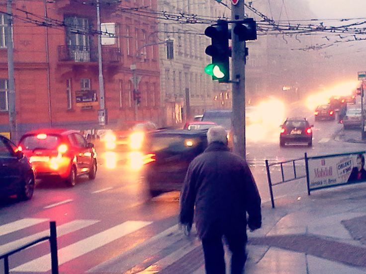 Cesta k zubaři... ranní špička na ulici Úvoz...