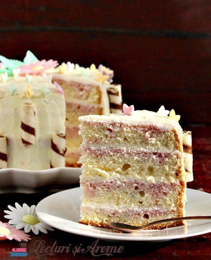 """Am numit acest tort pur si simplu: tort cu blat din pandispan si crema de ciocolata alba. Desi cred ca mi-ar fi placut sa il botez """"tort primavera"""" sau """"tort de primavara"""". Insa suntem in plina iarna acum cand scriu reteta asa ca am lasat denumirea lui simpla dar care sa arate direct din titlu …"""