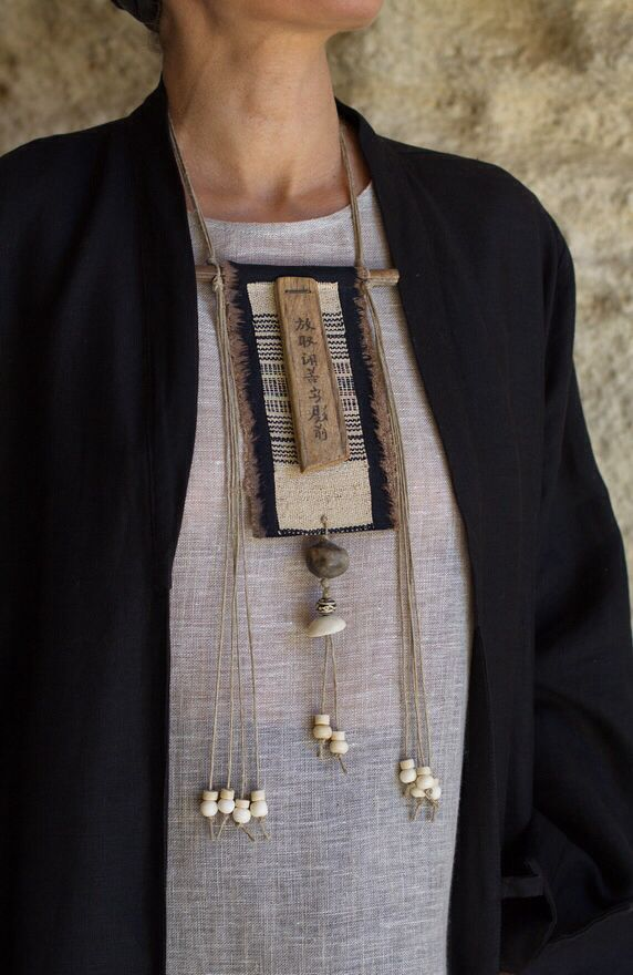 I love this necklace, which looks like it wouldn't be too hard to make.