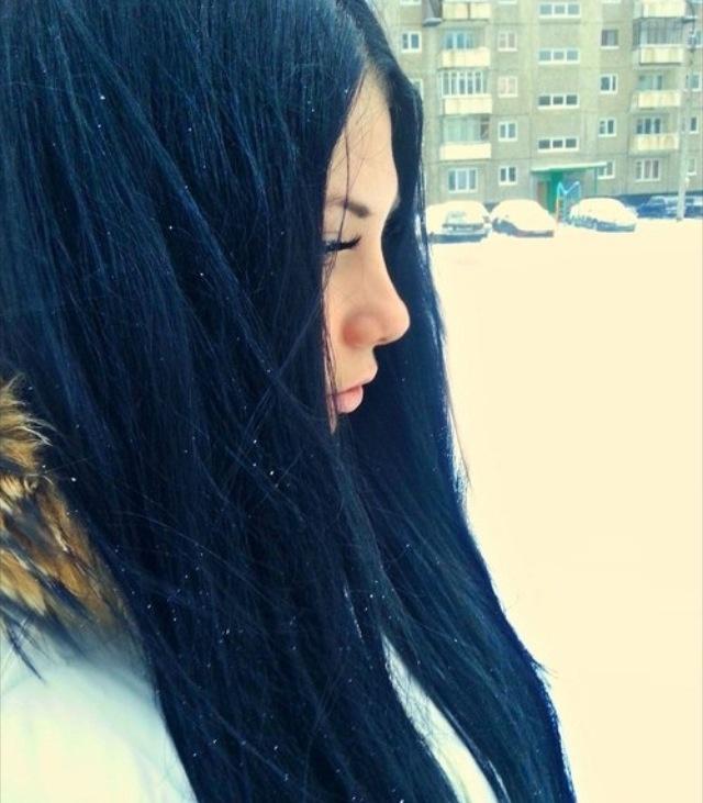 Navy blue/black hair