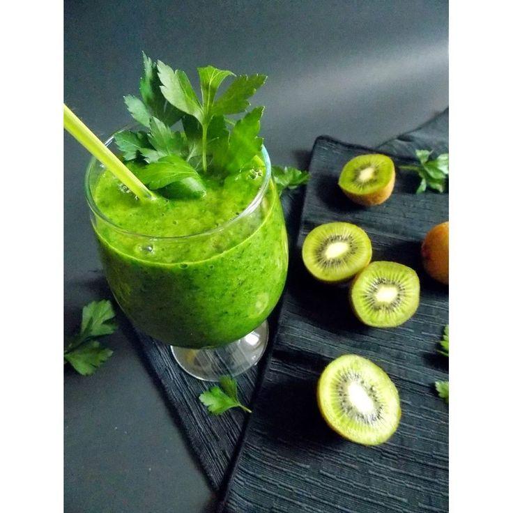«ЗЕЛЕНЫЙ СМУЗИ ДЛЯ ИММУНИТЕТА  Во время эпидемии гриппа, стараемся всячески повышать иммунитет. Пьем на завтрак, обед или ужин зеленый смузи, например:   -…»