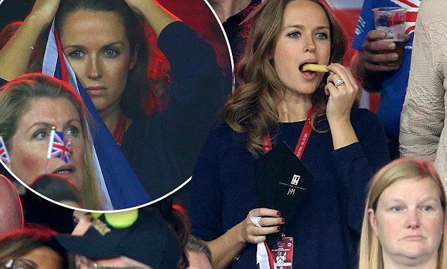 Pregnant Kim Murray gives into her cravings at the Davis Cup Final