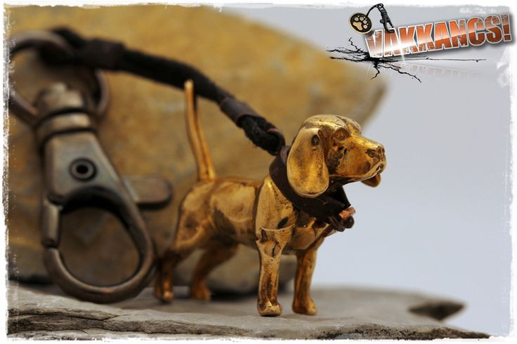 Beagle mini-sculpture keyring. Bronze. http://www.vakkancs.eu/vakkancs_dogs/beagle
