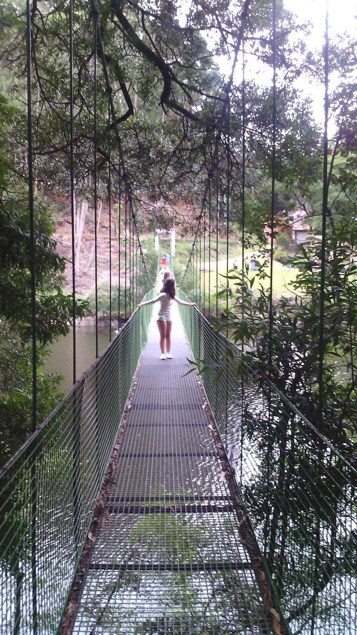 puente colgante en el Río Tambre Galicia