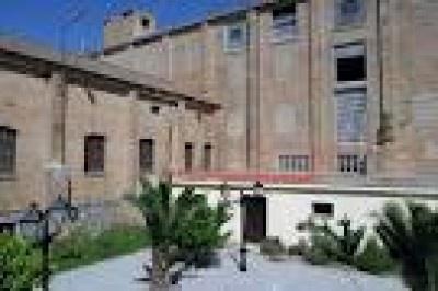 #hotel #rural La Fábrica Llerena El edificio data del S. XX donde su antigua actividad era una harinera. En la ubicación de las viviendas de los antiguos señores se encuentra actualmente rehabilitado nuestro hotel, con apertura en el 2004. #turismorural #Badajoz