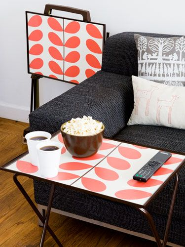 Make movie night (or tv dinners) special by updating your dinner tray. #usesforwallpaper