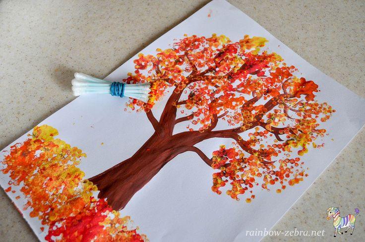 Рисуем осеннее дерево пучком ватных палочек